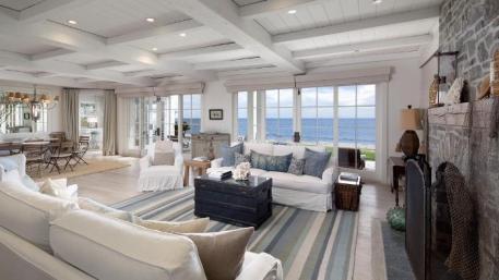 White-Slipcover-Sofas-For-Beach-House
