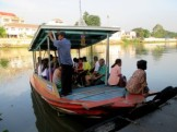 Boat-crossing-to-ayutthaya