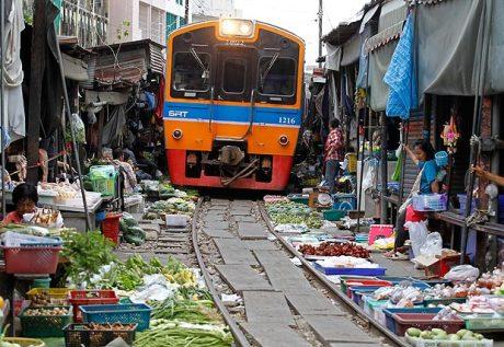 Thai_vendors_selli_1715823a